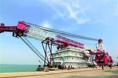 最大国际桥梁项目用浮吊船在青快速通关图片